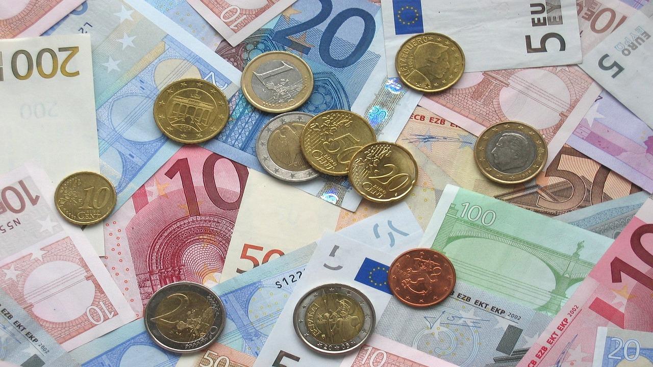 Złoty nieznacznie słabszy do głównych walut